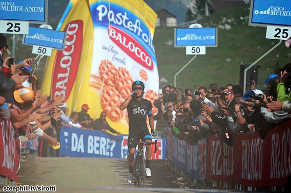 Giro Microdose: OORAN OORAN!! - Uran Wins In Front of Cookie Sack